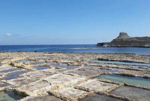 Gozo bezienswaardigheden: zoutpannen van Qbajjar Bay